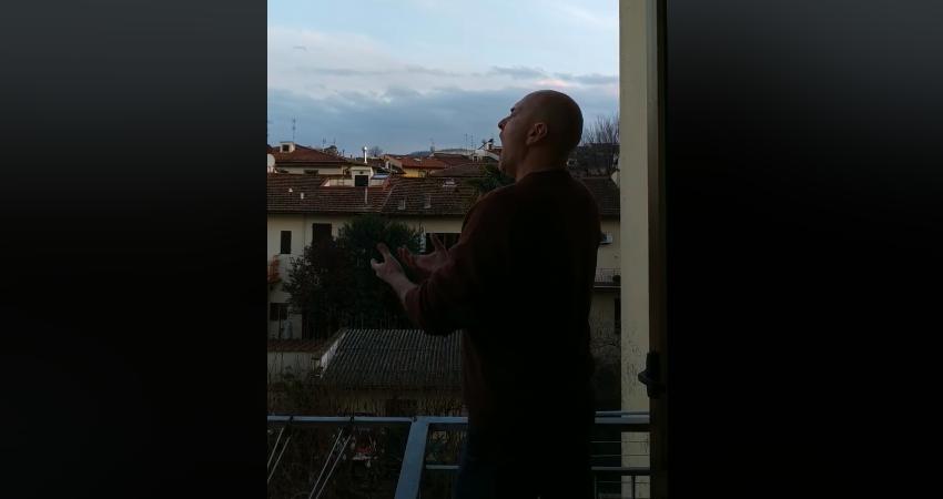 Za naježiti se: Tenor s balkona pjevao serenadu svojoj Firenci