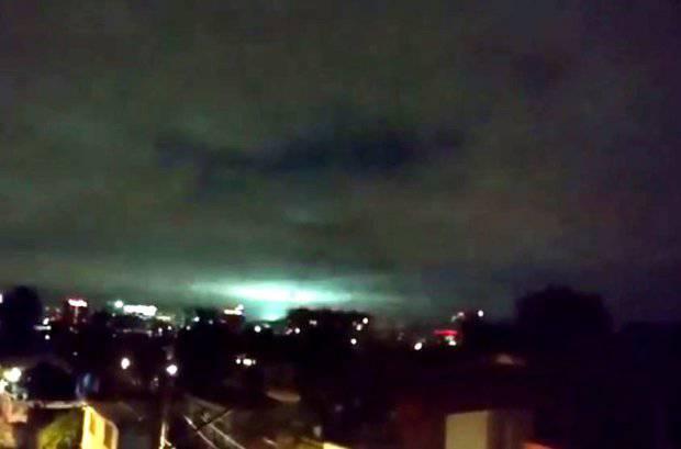 Nebo nad razorenim Meksikom parala je misteriozna svjetlost