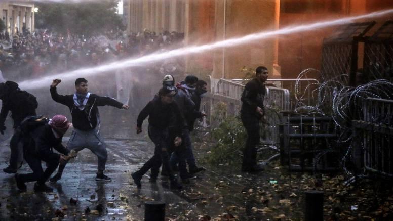 Bejrut: U sukobima  policije i prosvjednika ranjeno 400 ljudi