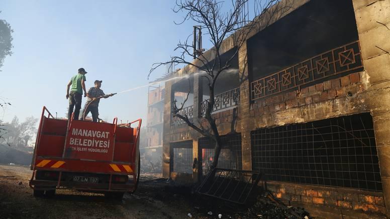 Kaos na jugu Turske: Jedan poginuli, 10 ljudi ostalo zarobljeno u šumskom požaru