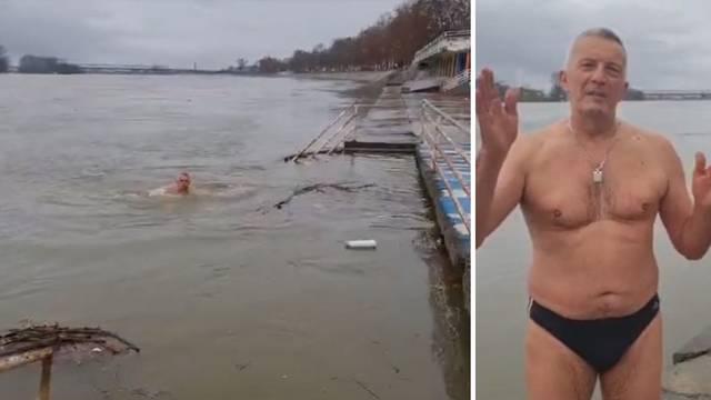 Brođanin (69) se okupao u Savi na Silvestrovo: Čini to 15 godina
