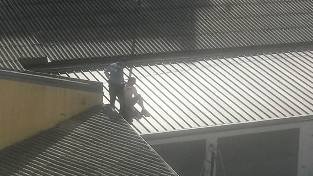 Nije imao ključ apartmana pa je odlučio prespavati na krovu