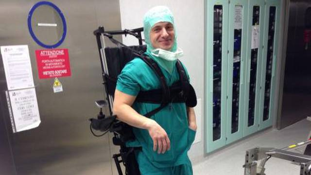 """Paraliziran je, ali opet operira: """"Pacijenti me čudno gledaju..."""""""