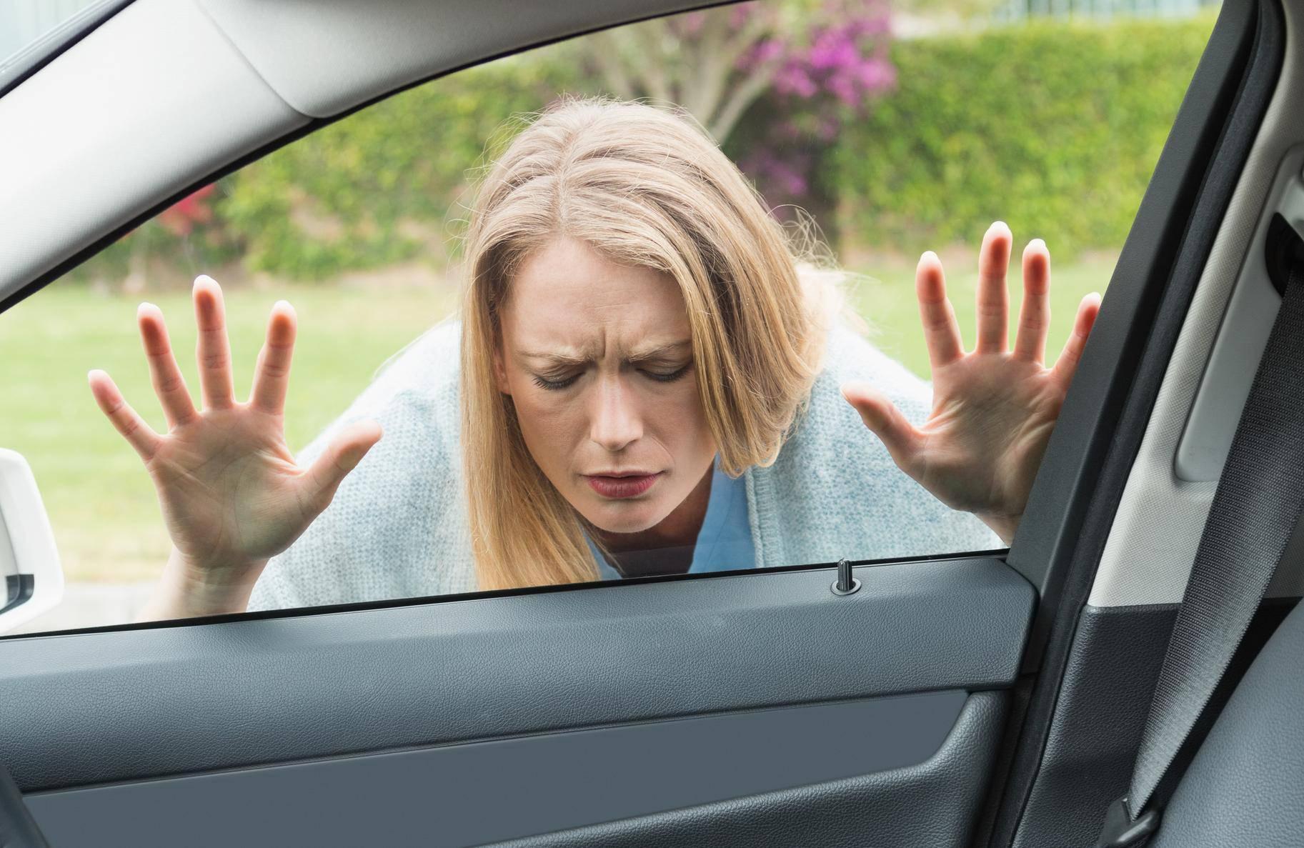 Trik kako otključati automobil kada vam ključ ostane unutra