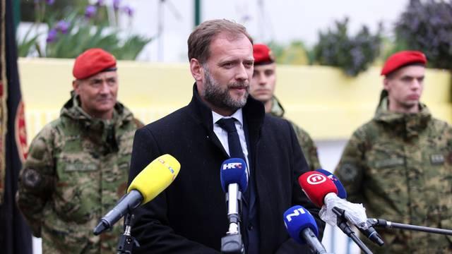 Predsjednik Milanović i ministar Banožić u Kninu na dodjeli crvenih beretki