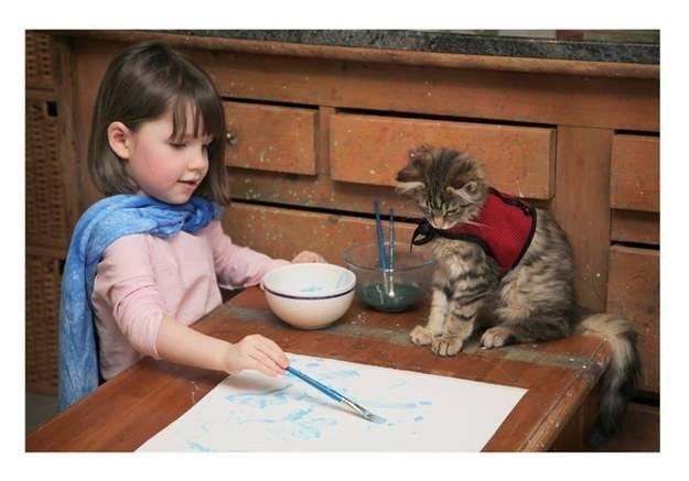 Najbolje prijateljice: Maca pazi i pomaže autističnoj djevojčici