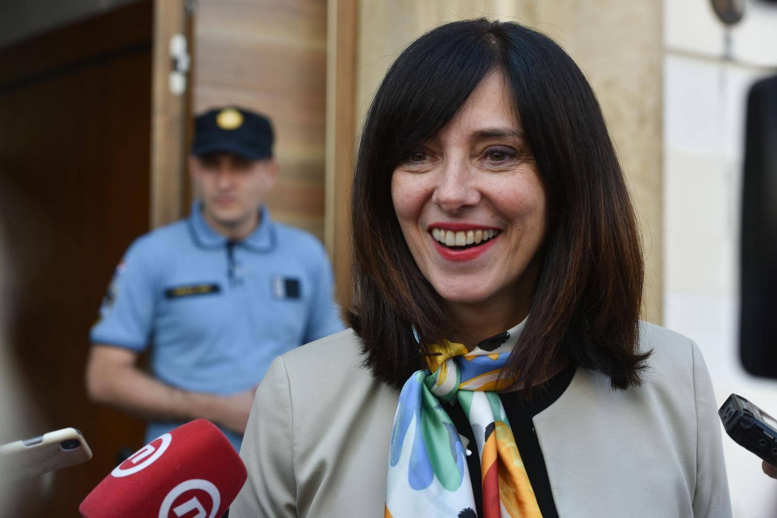 Zagreb: Izjava ministrice Divjak ispred Vlade