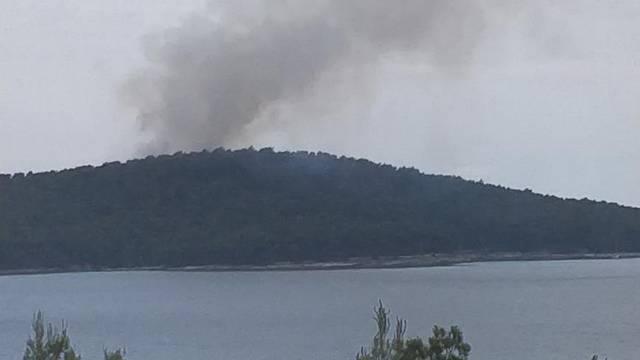 Požar zahvatio moguće minsko područje, vatrogasci se povukli