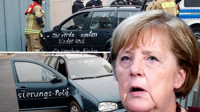 Zabio se u vrata ureda Angele Merkel. Na karavanu je pisalo: Proklete ubojice djece i staraca