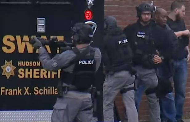 Ubijen je policajac, tri civila i dva napadača u New Jerseyu