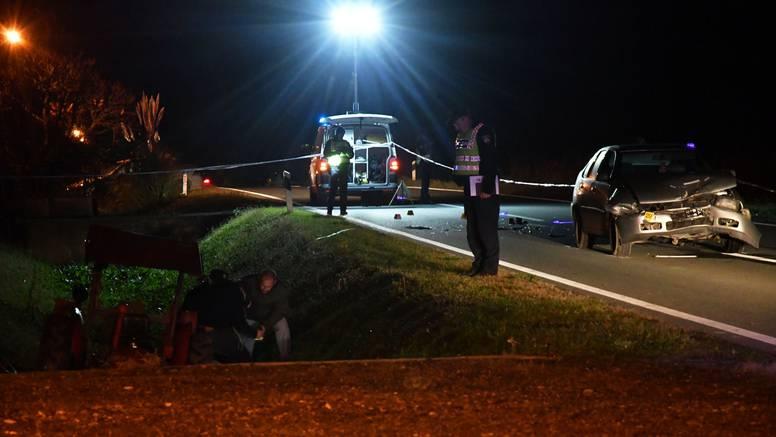 Auto naletio na traktor, vozač traktora poginuo na mjestu
