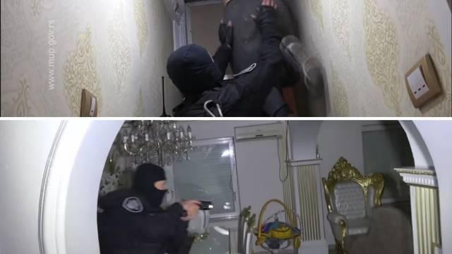 VIDEO Policija u Srbiji upala u kuću punu zlatnog namještaja, sumnjivca su skinuli s tavana