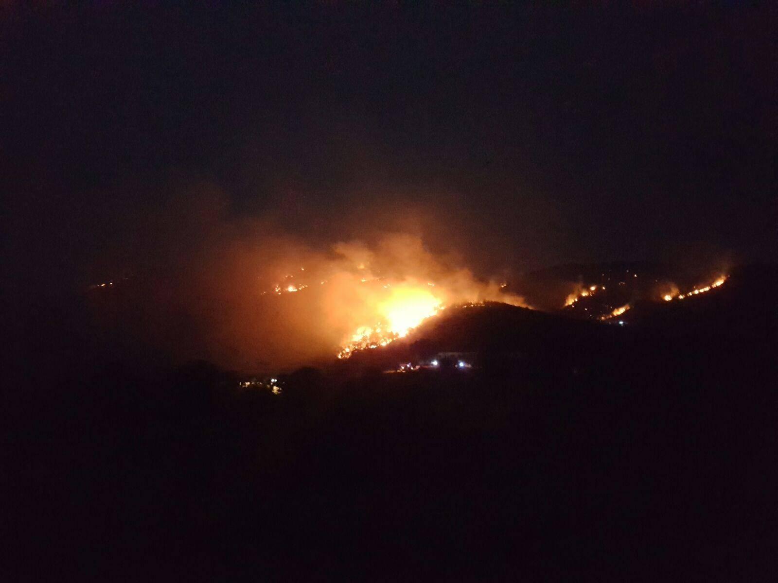 Drama kod Skradina: Požar se širi, no uspjeli su obraniti kuće