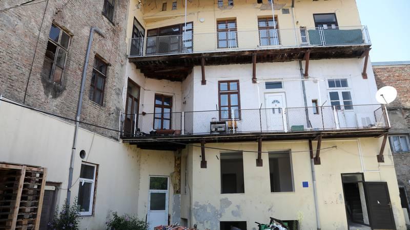 Zaboravljeni su, a još ih i kradu: Provalili u 3 stana u zgradama s crvenom naljepnicom kod Siska
