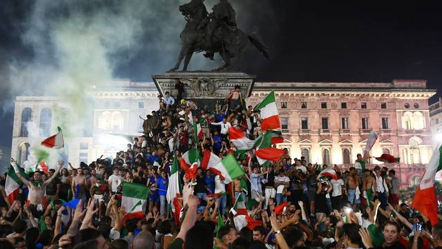 Euro 2020 - Final - Fans gather for Italy v England