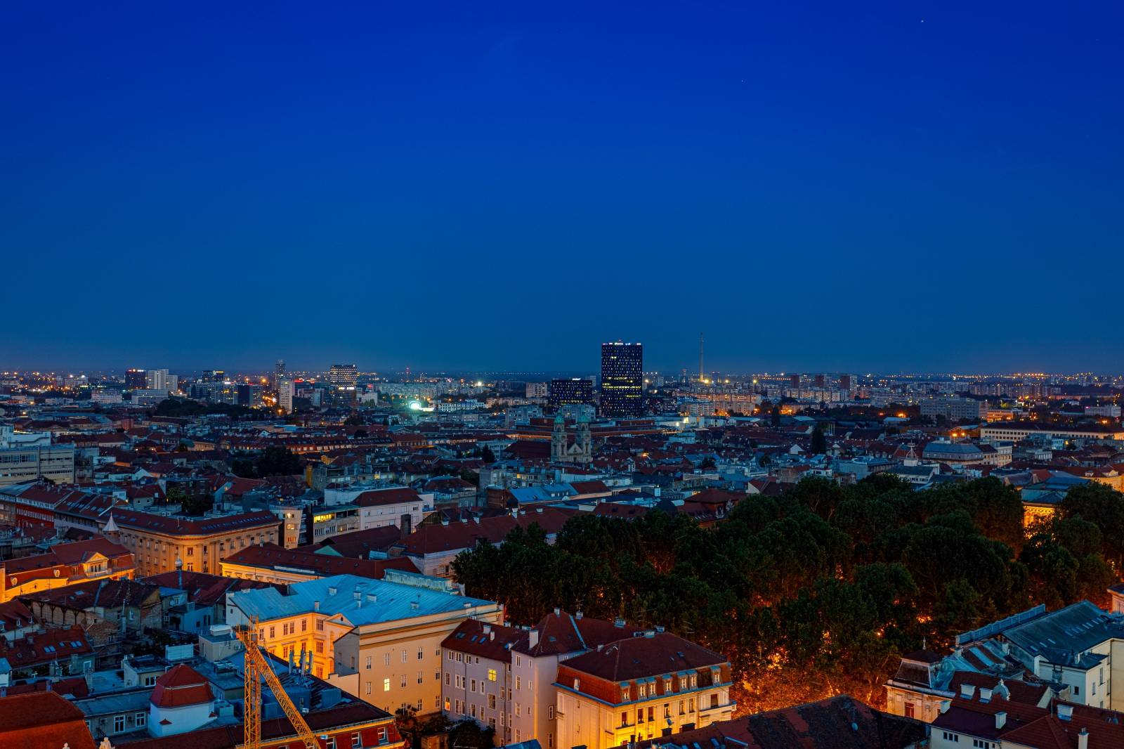 Pogled na grad Zagreb u sumrak