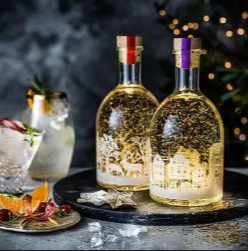 Za blagdane: Prodaju snježne kugle sa ginom, a još i svijetle!
