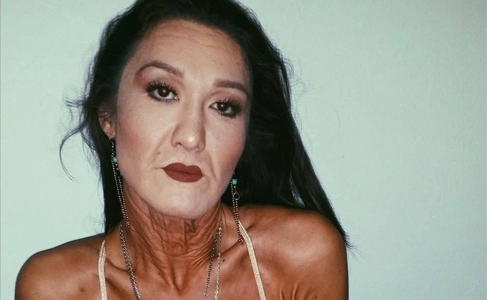 Model With 'Elastic' Skin Wears Her Wrinkles With Pride