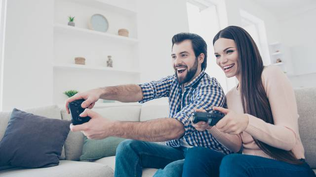 Želiš Playstation 4 ispod bora?