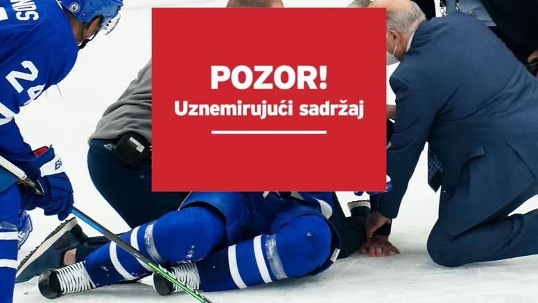 Stravična ozljeda NHL zvijezde: Protivnik ga udario koljenom u glavu, ostao nepomično ležati