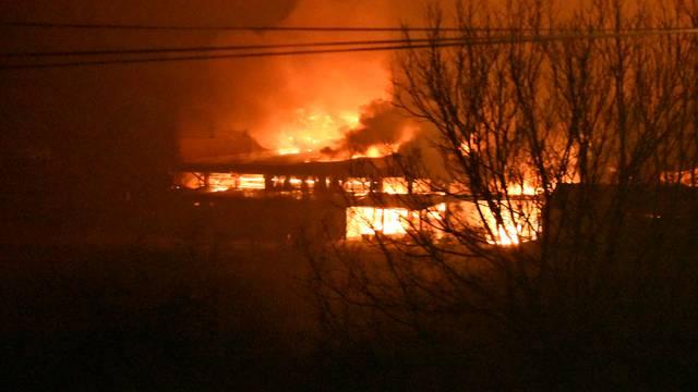 Vatra uništila tvornicu svijeća: Gorjelo je i do 200 metara uvis