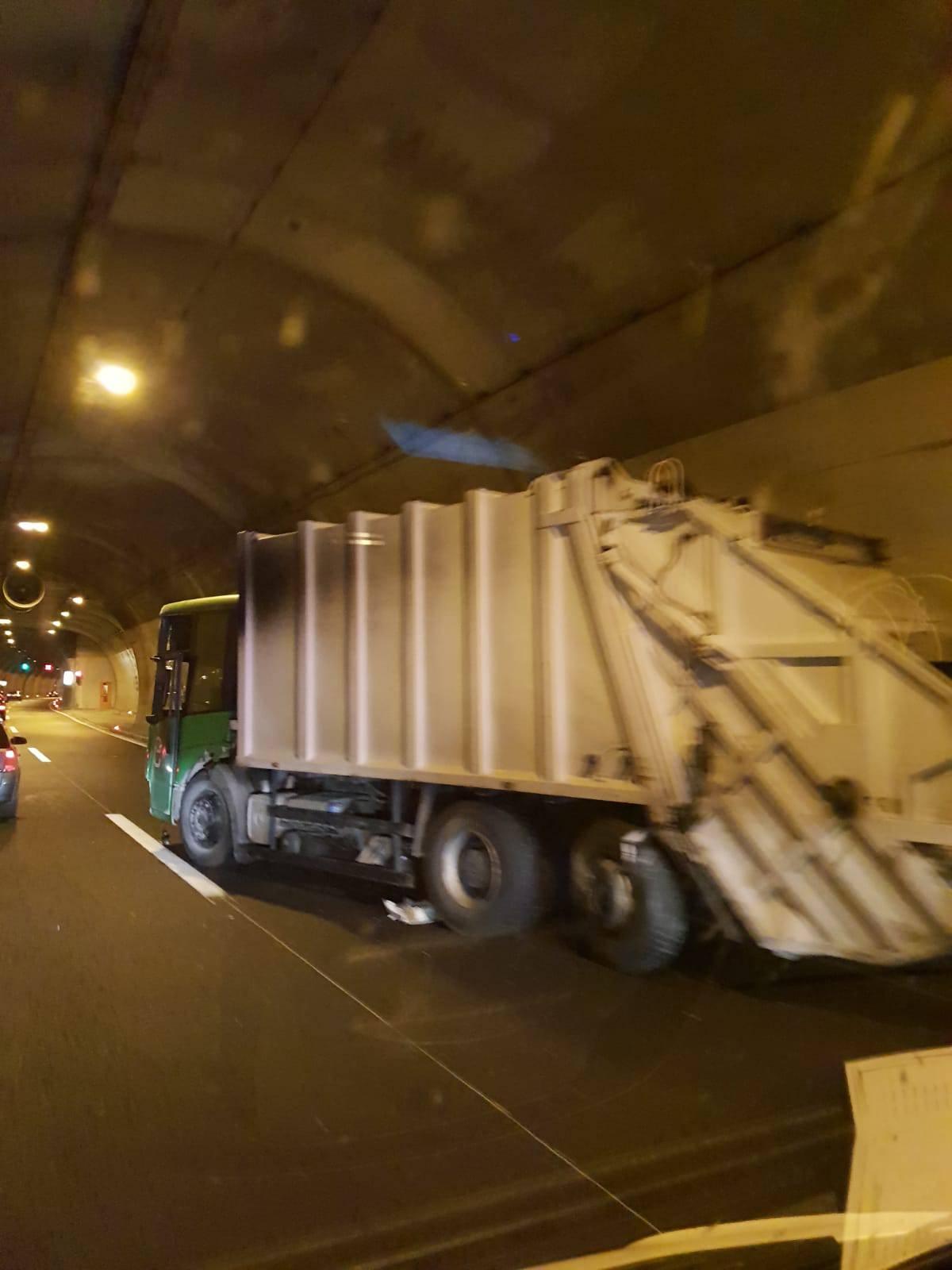 U tunelu na A1 prevrnulo se teretno vozilo, vozač ozlijeđen