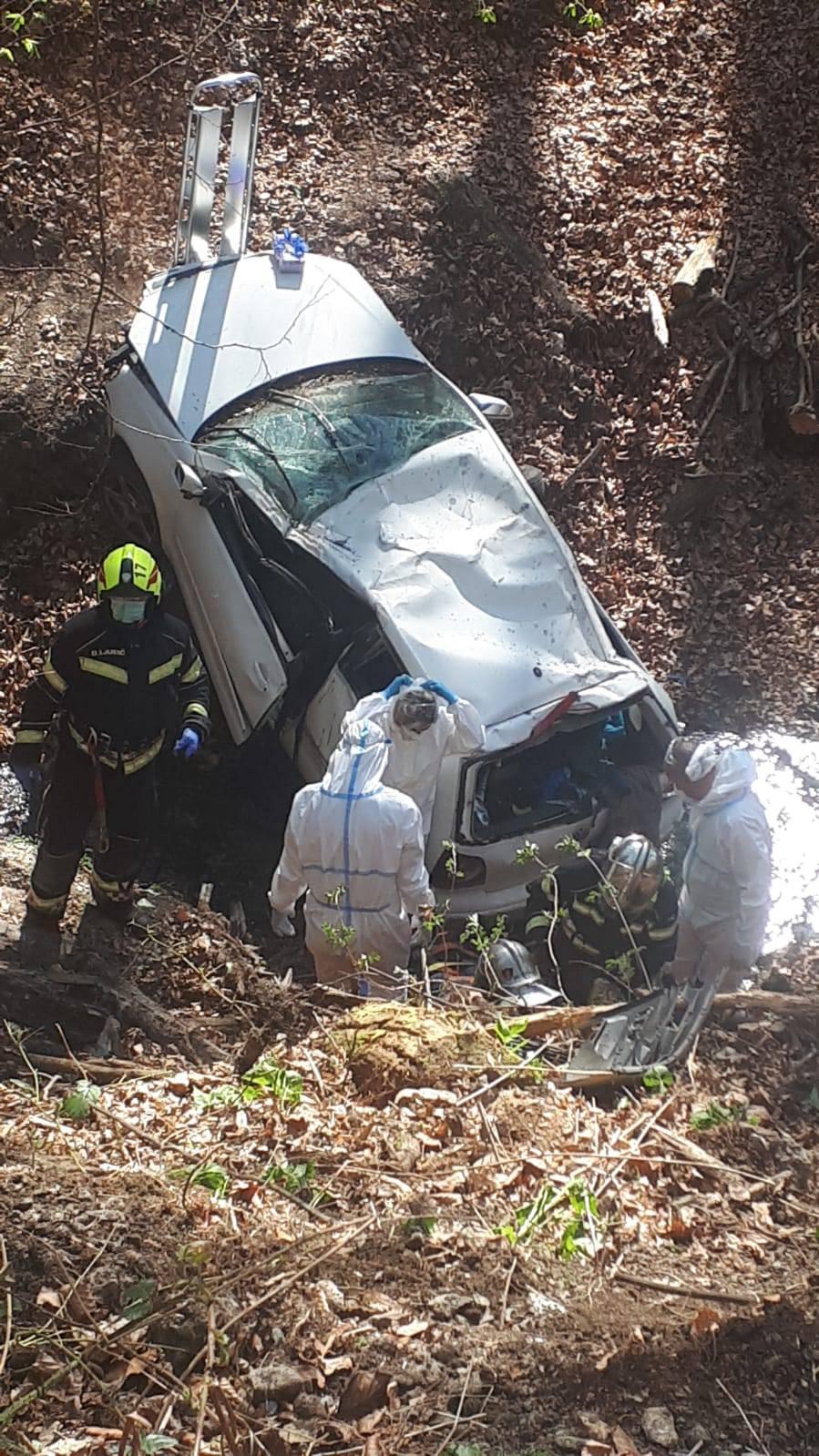Autom su sletjeli u provaliju na Sljemenu, prevezli ih u bolnicu