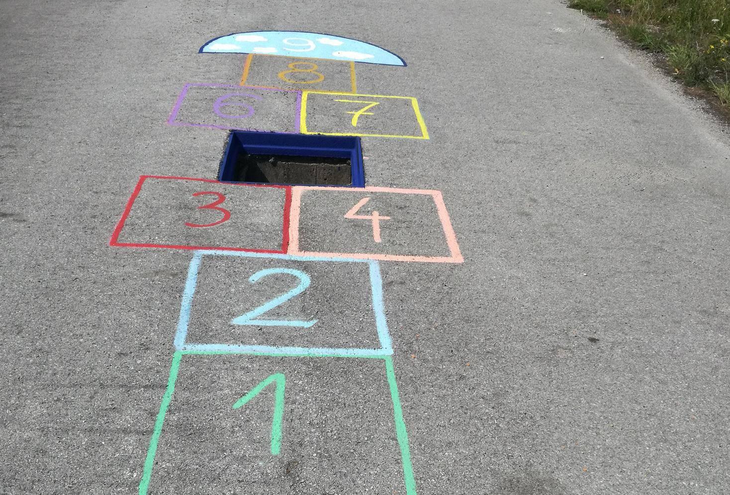 Nacrtali školicu bez broja 5: Umjesto njega je rupa u cesti