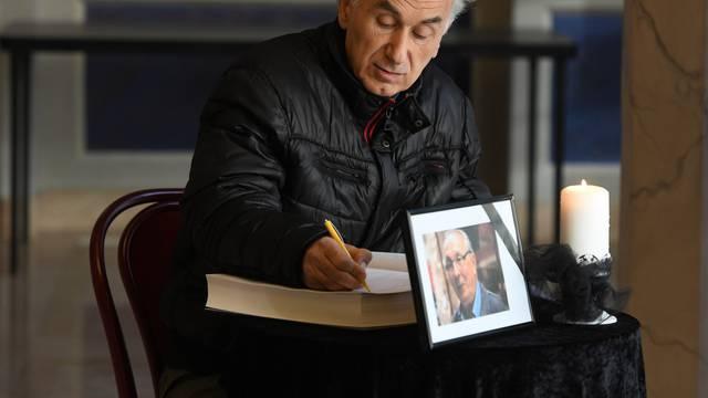 Sibenik: U HNK Šibenik otvorena knjiga žalosti za preminuloga glumca Špiru Guberinu