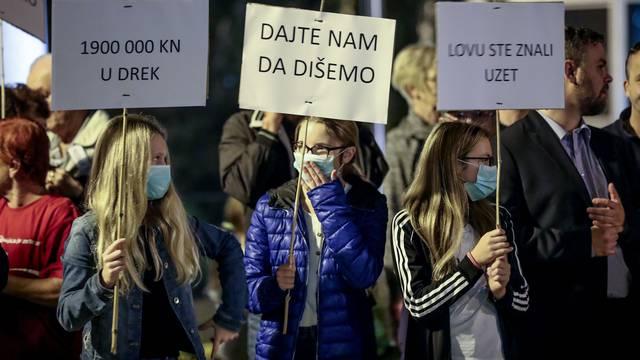 Zagreb: Stanovnici Botinca prosvjedovali zbog smrada iz kanalizacije