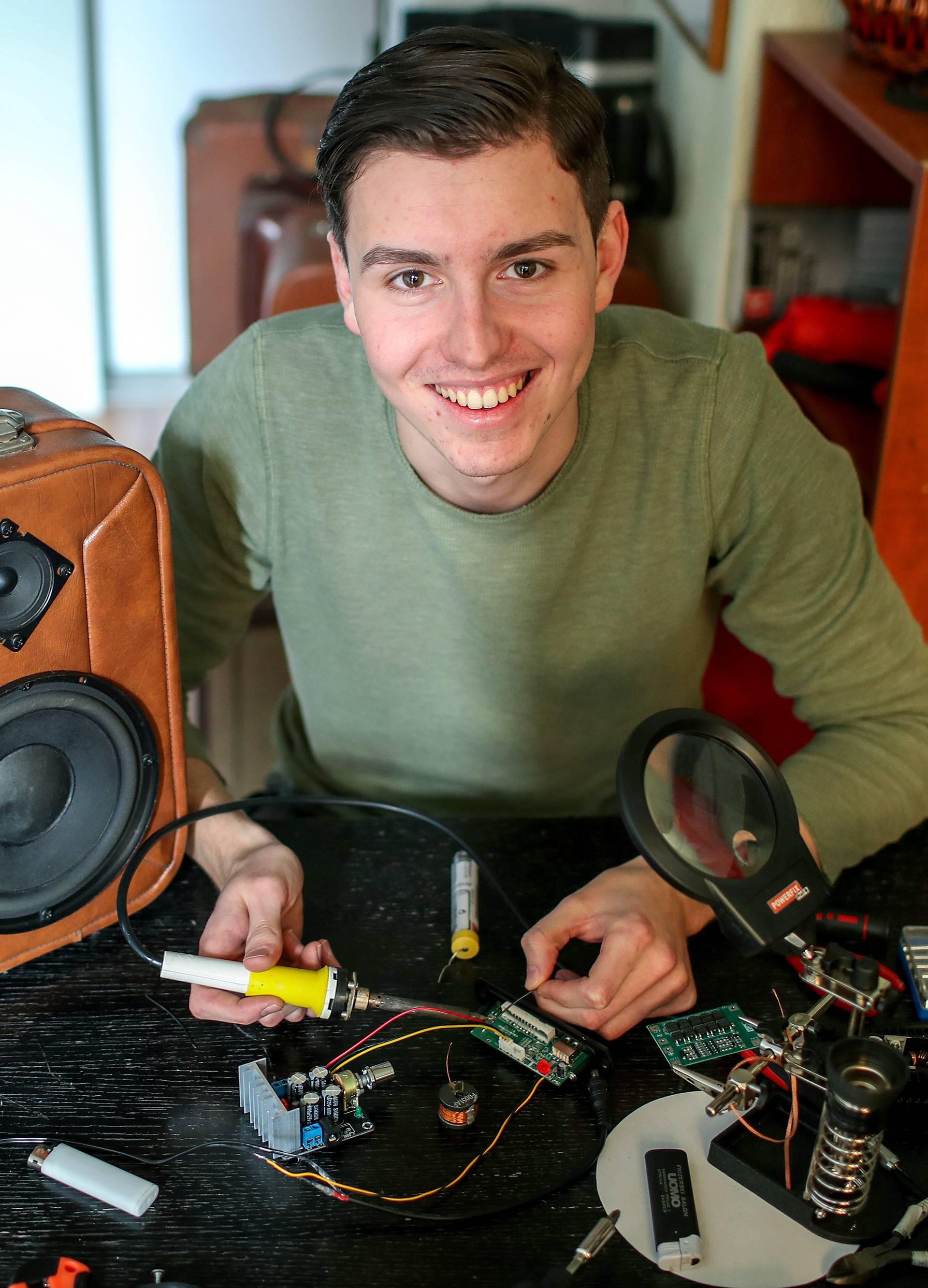 Dimitri stare kofere pretvara u unikatne prijenosne zvučnike