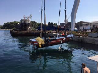 Jedan lakše ozlijeđen u sudaru jahte i manjeg putničkog broda