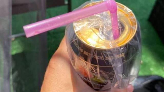 Mama na Facebooku otkrila kako od omiljenog pića na otvorenom otjerati ose i muhe