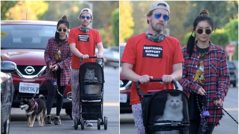 Macaulay Culkin s curom vozio mačka u kolicima: 'Kao beba je'