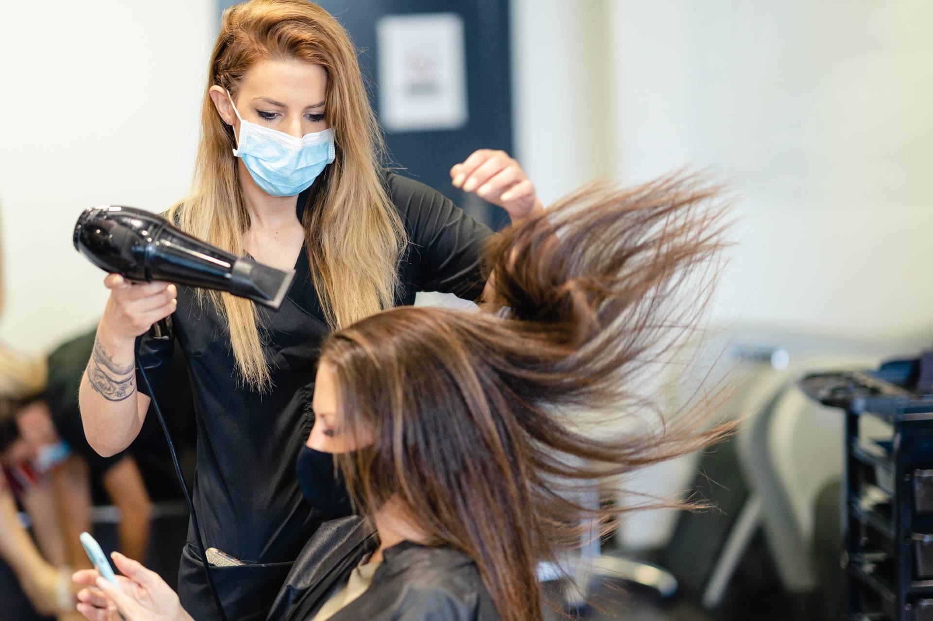 Maske spriječile širenje korona virusa u frizerskim salonima