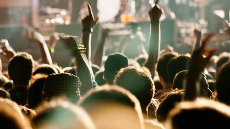 Kod nas koncerti do 1000 ljudi, Slovenci traže pomoć, a Nijemci provode eksperiment na publici