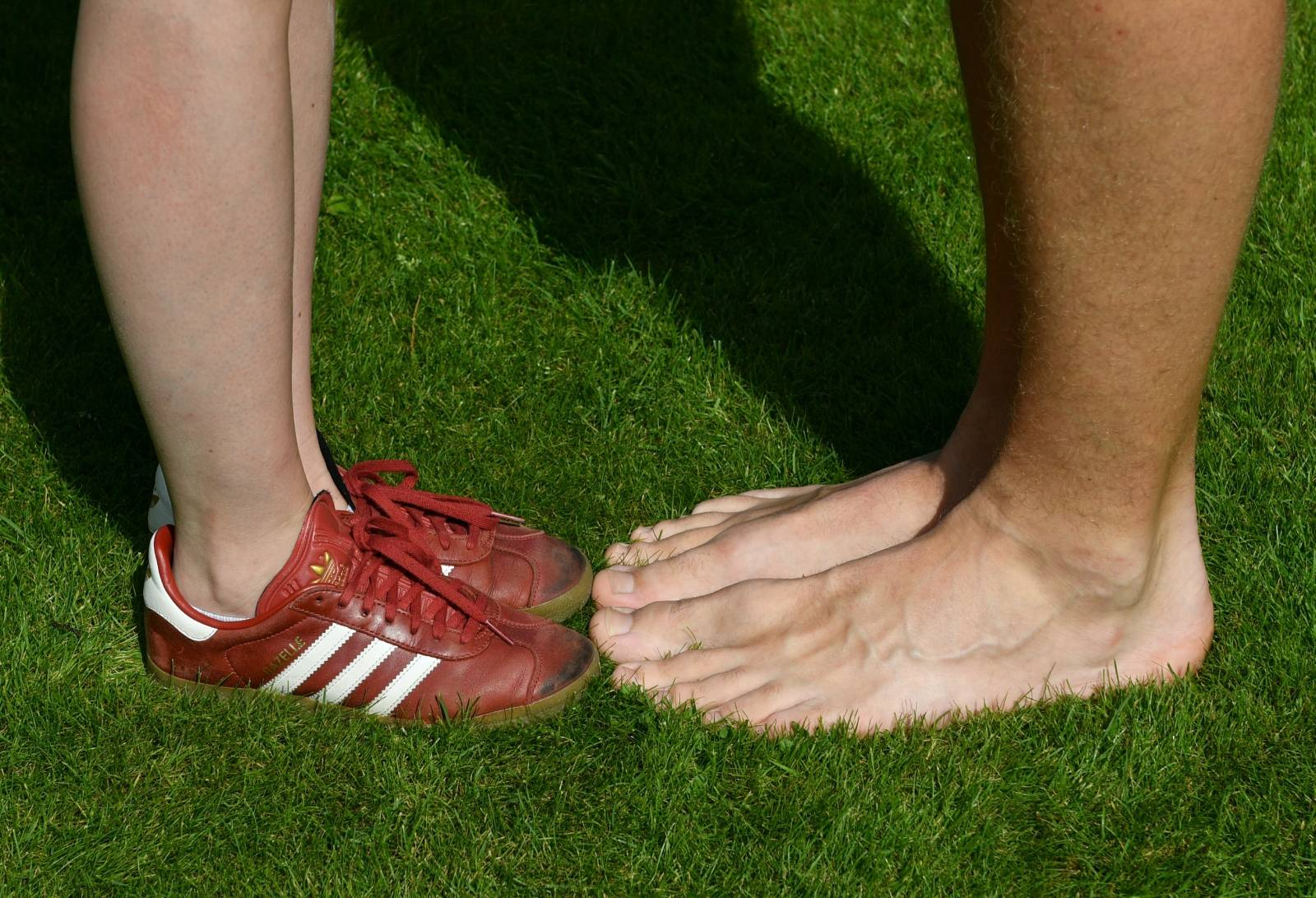 Teenagers with the longest feet in the world