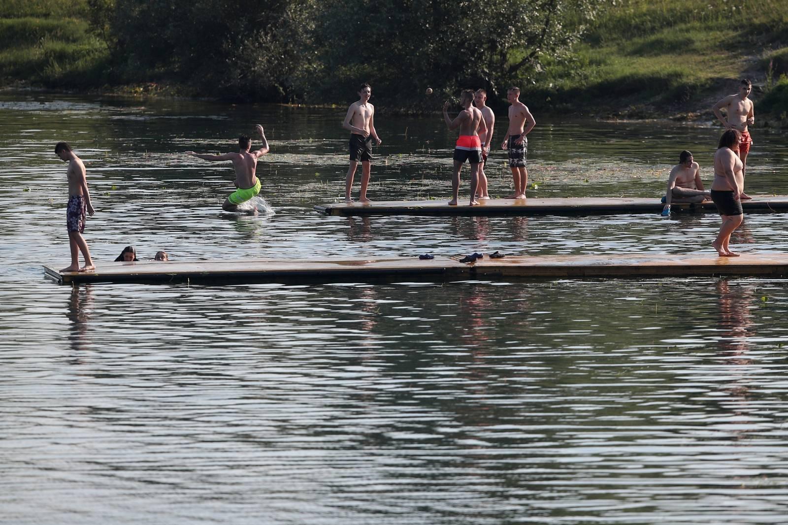 Spas od vrućina na zagrebačkom jezeru Jarun