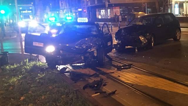 Sudar auta i taksija: Taksist ozlijeđen, prevezen u bolnicu