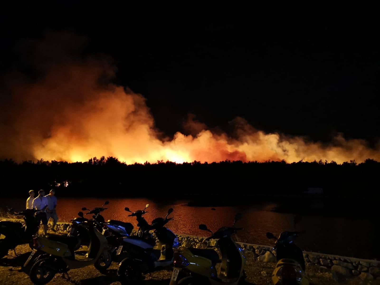 Uzrok požara na Zrću otvoreni plamen: 'Jesu li bacili opušak?'