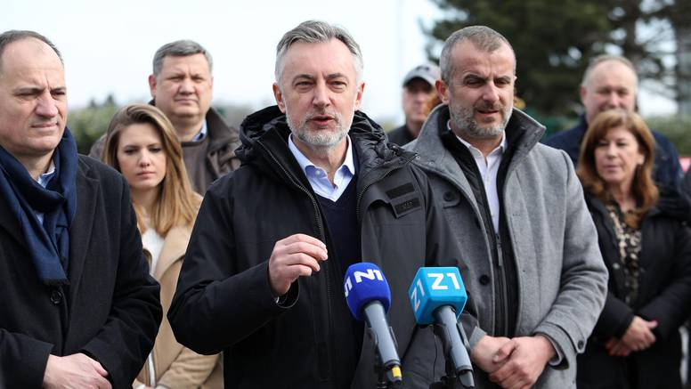 Škoro održao skup pred školom, oglasio se Grad Zagreb: 'To je skandalozno, ugrožava učenike'