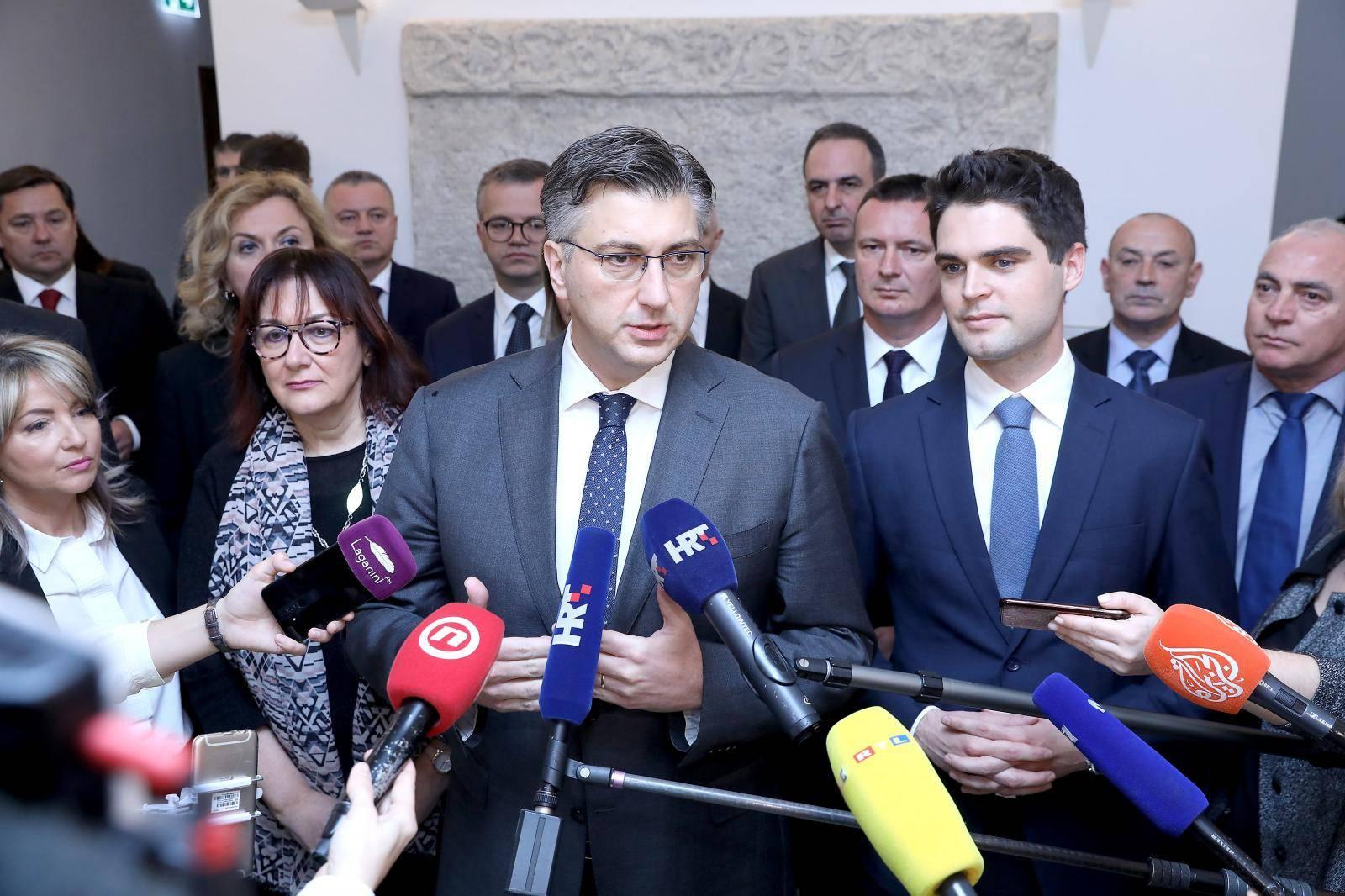 Zagreb: Članovi HDZ-a predali DIP-u kandidacijske liste za EU parlament