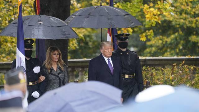 Smrknuti Melania i Donald prvi put u javnosti nakon izbora