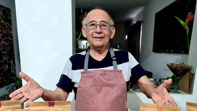 Postao je zvijezda YouTubea i pokrenuo kulinarski kanal u 79. godini, prati ga oko 17.000 ljudi