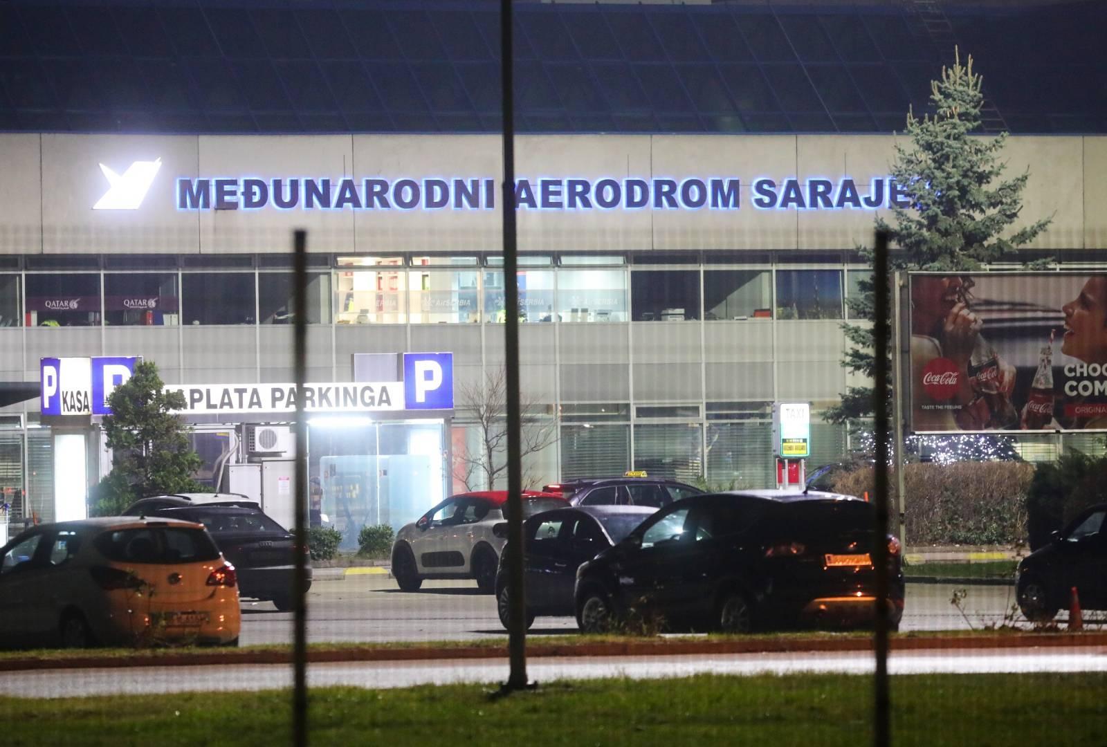 Sarajevo: Policijsko osiguranje kod zračne luke gdje su sletjeli deportirani pripadnici IDIL-a