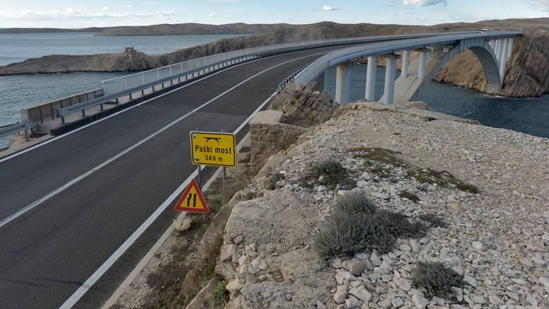 Zbog jakog vjetra Paški most otvoren samo za osobna vozila