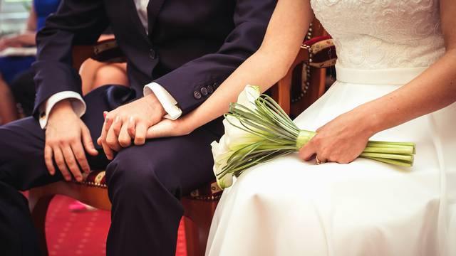 Na svadbi kćeri generala Fuzula zarazilo se ukupno 36 ljudi
