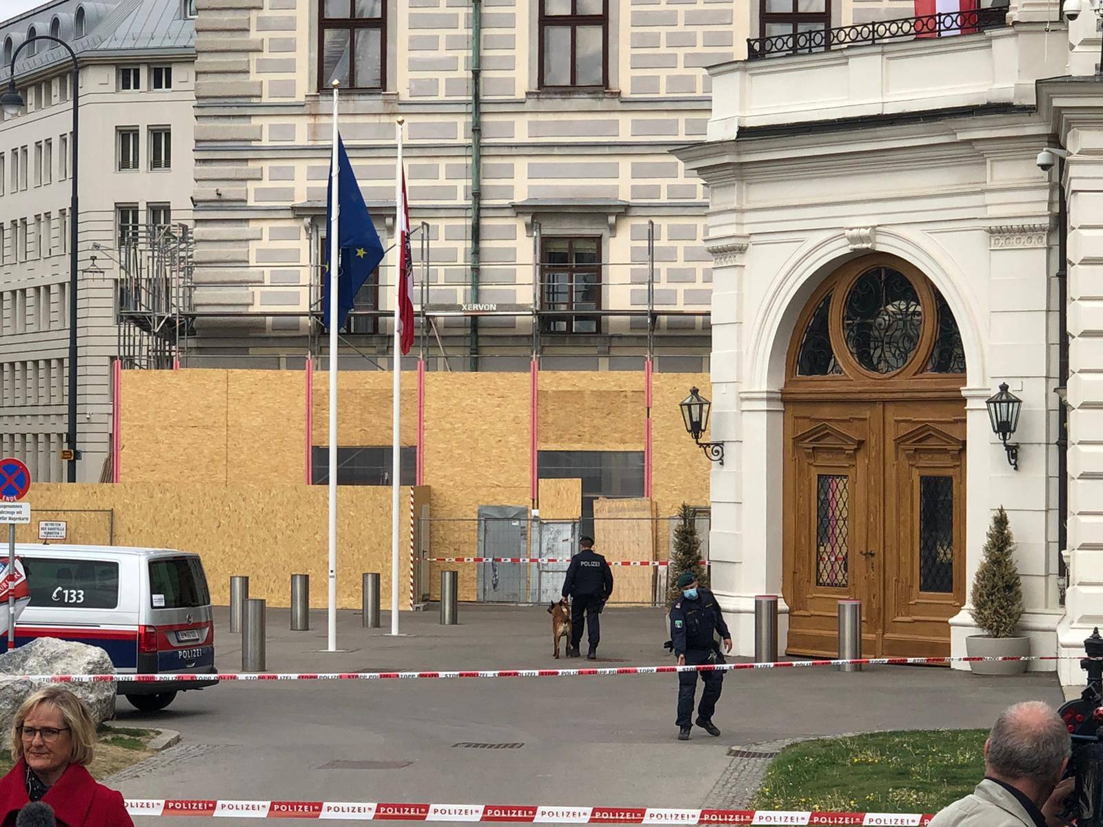 Nakon mačete, bomba: Dojava ispraznila parlament u Beču