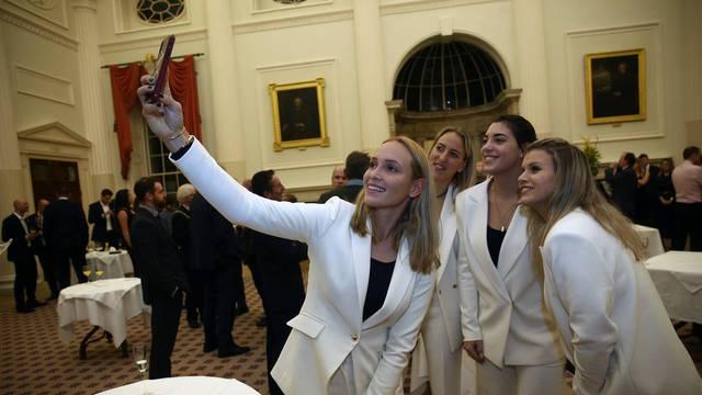 Dame u bijelom: Donna i ekipa zablistale na večeri u Fed Cupu