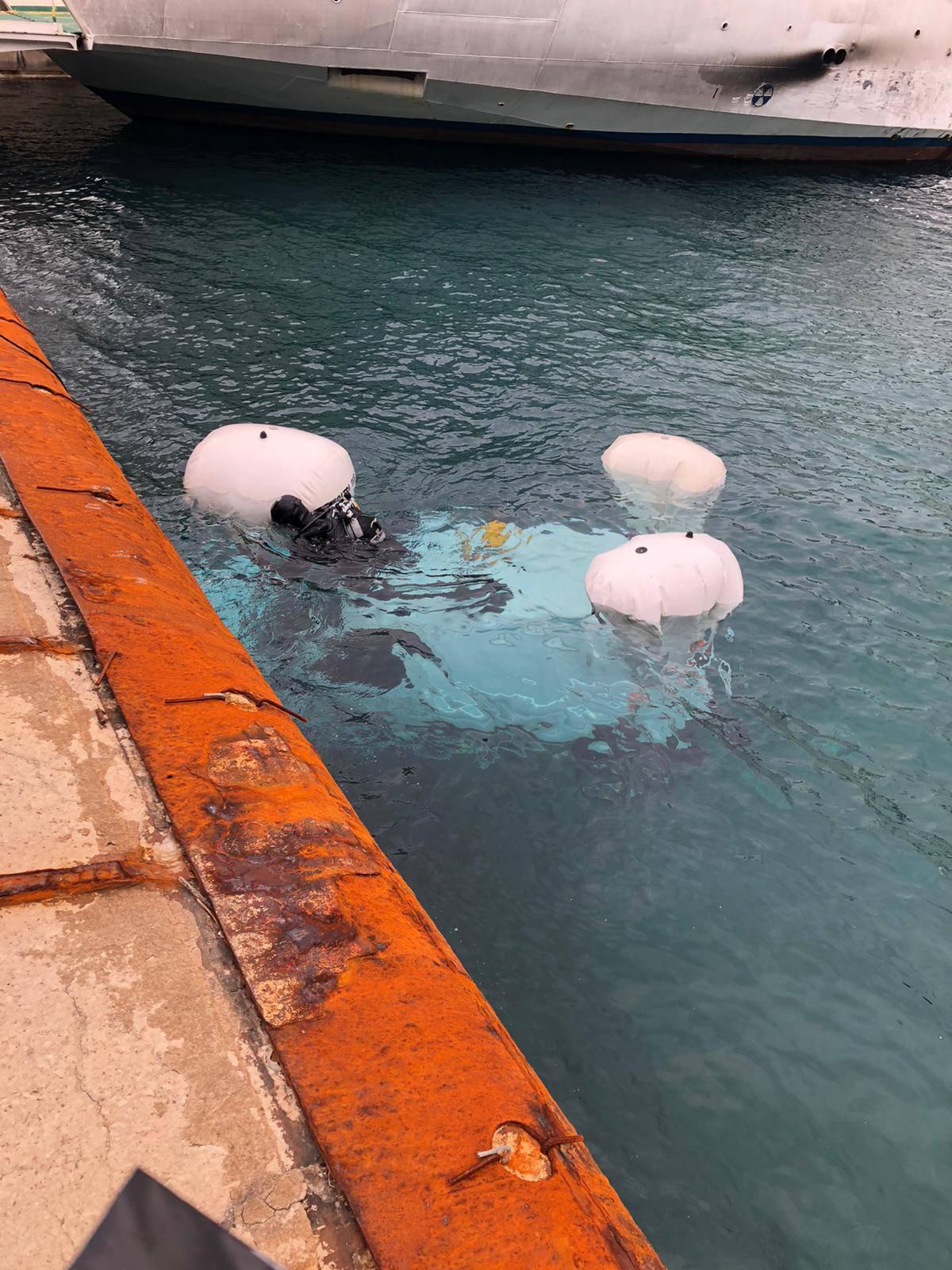 Parkirao i zaboravio ručnu na Krku: Balonima mu izronili auto
